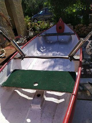 canoa de fibra y madera. ideal para pesca