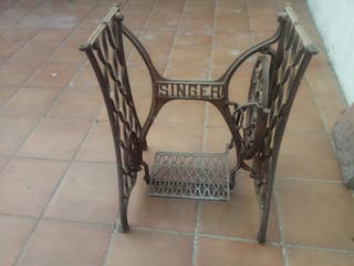 Pie de máquina de coser singer