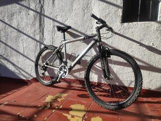 bicicleta de montaña, funciona perfecta