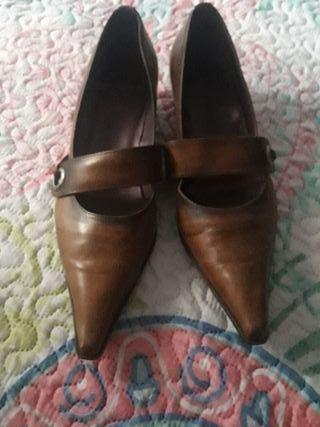 Zapatos marrones tacón bajo