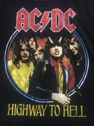 Camiseta y bandolera de AC/DC
