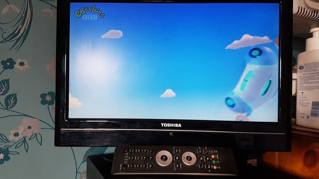 "19"" LCD TV TELEVISION SPARES OR REPAIR FAULTY"