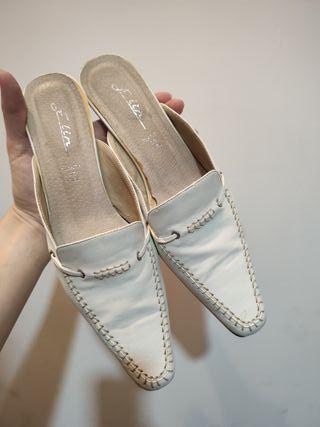 Zapato zueco con punta