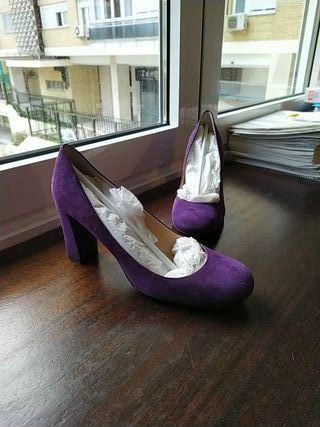 Zapatos morados Gloria Ortiz