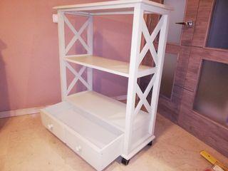 Mueble aparador y estanterías de madera