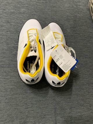 Zapatillas Adidas Goodyear de segunda mano en la provincia