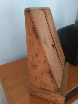 mueble Antiguo cartero y revistero