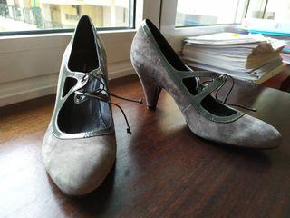 Zapatos de serraje gris marca Hazel