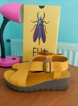 Zapatos, sandalias Fly London