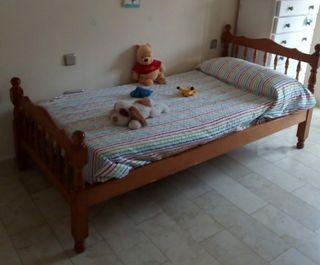 Dos camas de 90 cms. 50 € las dos camas