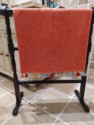 Toallero porta-mantas madera