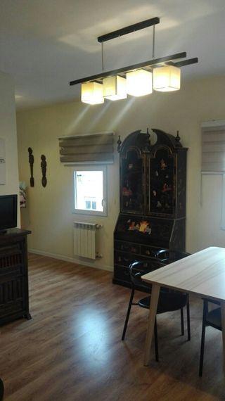 Mueble con motivos orientales color azabache