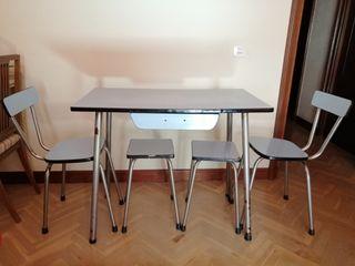 Mesa cocina antigua + sillas