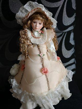 preciosa muñeca porcelana