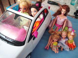 conjunto de Barbie's y braz con Fiat de la Barbie