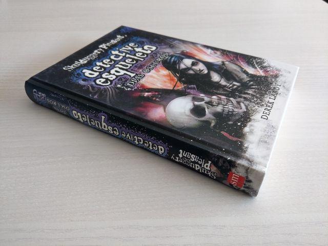 Detective esqueleto Días oscuros