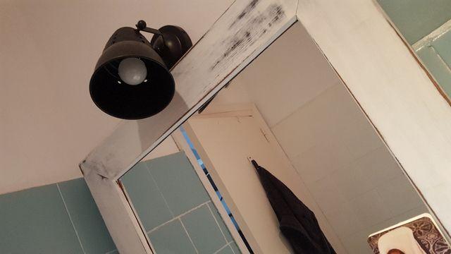 lámpara y espejo