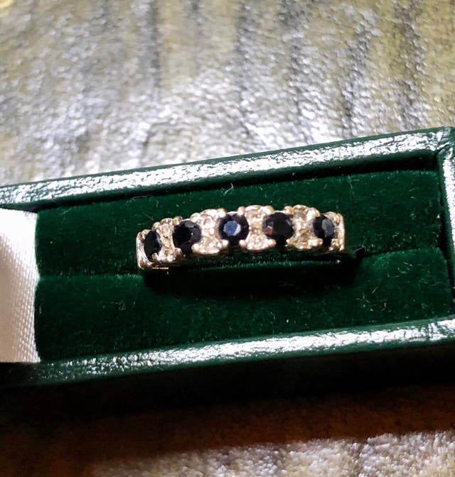 9k Gold sapphire & DIA Ring