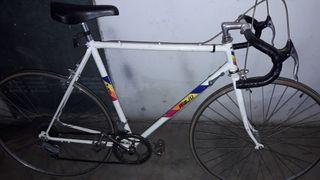 bicicleta rieju de carretera antigua.