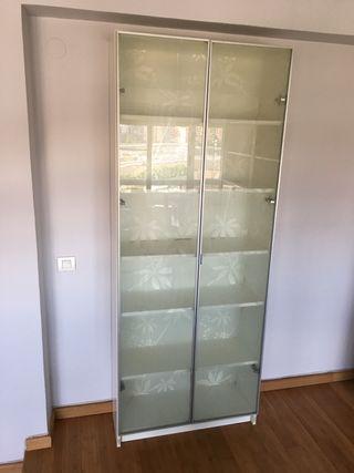armario vitrina de IKEA