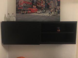 Mueble de pared (o suelo) negro con puerta