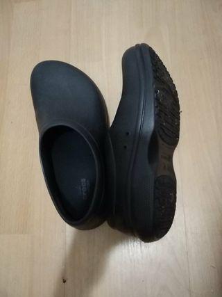 Vendo zapatillas Crocs como nuevas