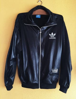 Chaqueta Adidas negra de segunda mano en Burgos en WALLAPOP