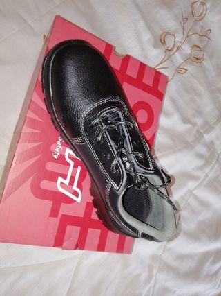Zapatos de seguridad.