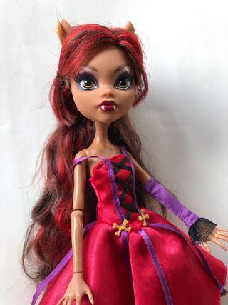 VENDIDA Monster High Mattel Clawdeen tale