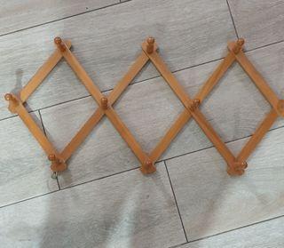 Perchero de madera extensible