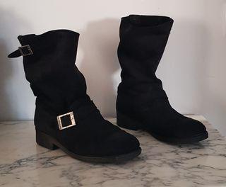 Botas negras piel vuelta