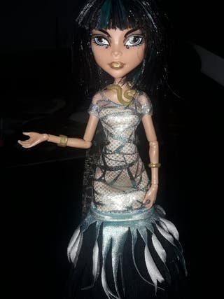 muñeca monster high 10€