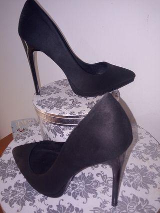 Vendo zapato alto negro solo una vez puesto lo ven
