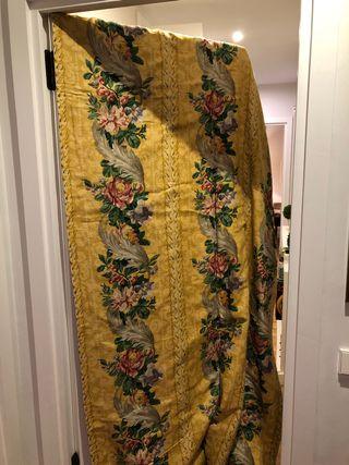 Tres pares de cortinas de hilo inglés forradas con