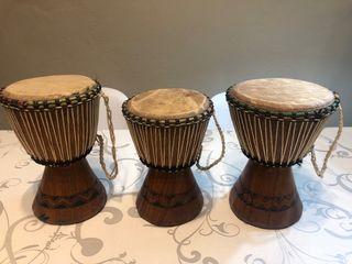 Tambores decorativos de madera