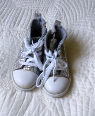 botas tipo Converse número 23