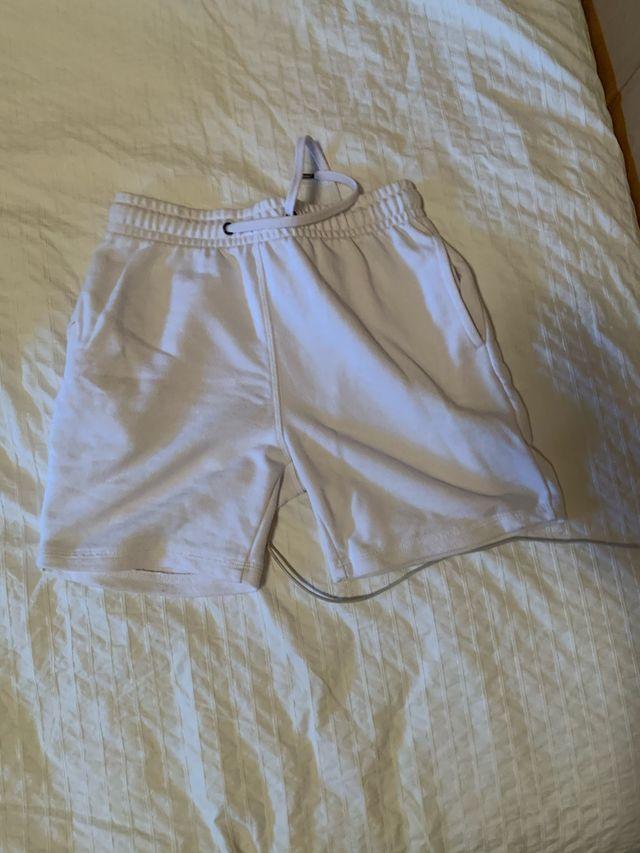 Dos pantalones cortos 5 cada uno