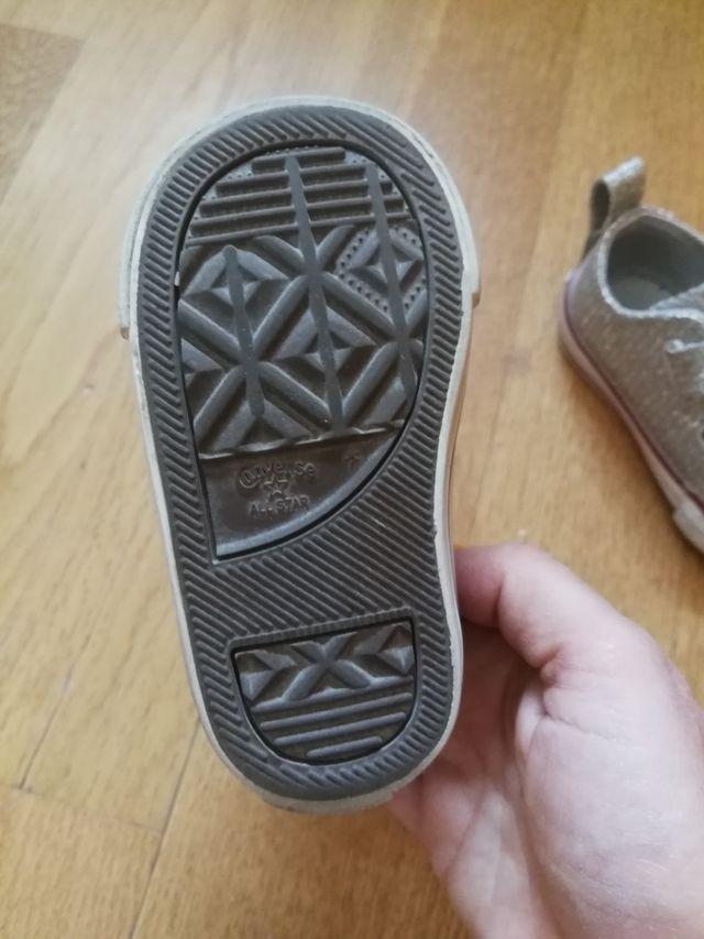 Zapatillas Converse plateadas brillantes