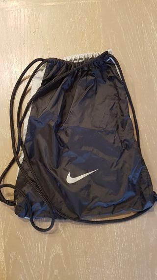 Saco mochila Nike negro y gris