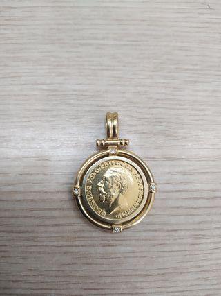 precioso colgante de oro con moneda