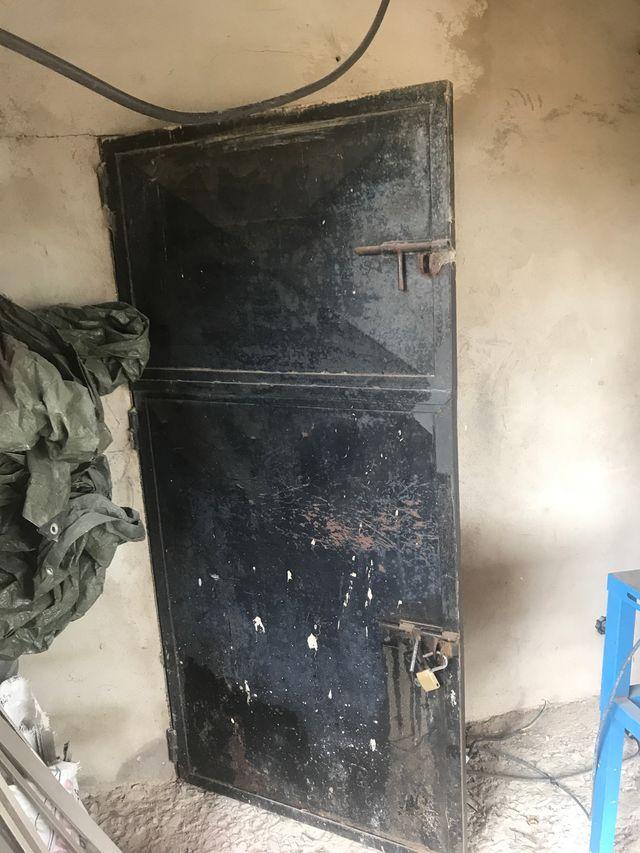 puerta cuadra