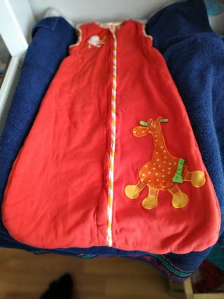 Saco de dormir rojo jirafa desde 5 meses.