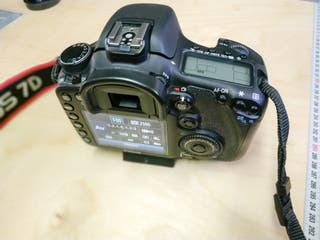 Cámara réflex digital Canon EOS 7D + 3 tarjetas