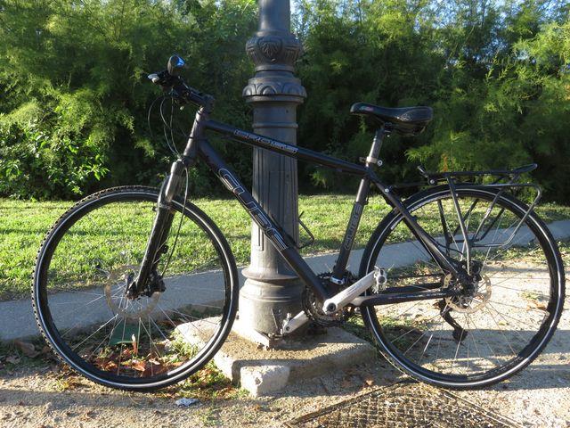 Bici hibrida CUBE CROSS