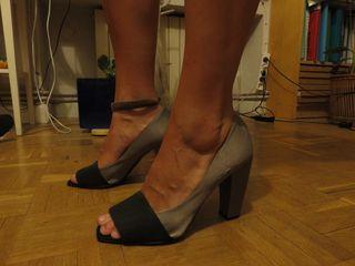 Zapatos de tacón gris perla