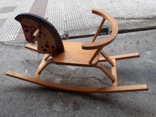 Balancin caballo de madera