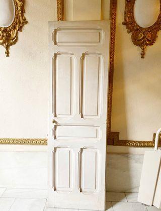 Preciosa puerta de madera antigua completa