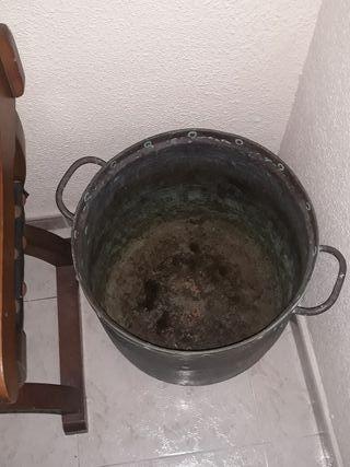 perol o olla de cobre grande y antigua