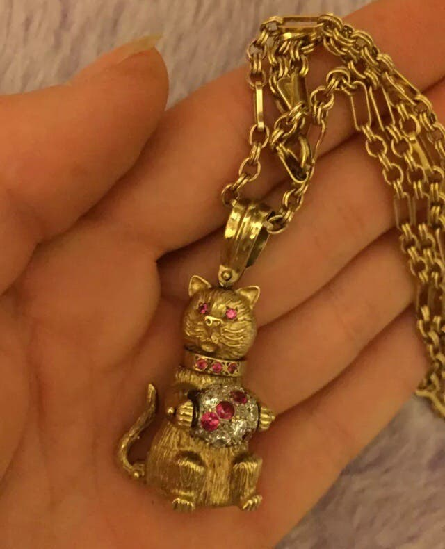9ct gold pendant with 9ct gold link chain