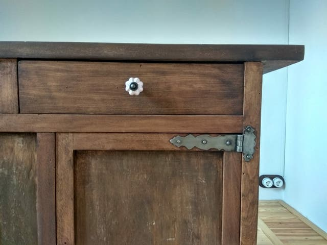 Mueble auxiliar de madera de cedro